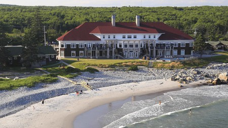 White Point Beach Resort on Nova Scotia's South Shore is a haven of waterfront activities and relaxation; nine holes of golf, a spa, and boathouse await you, alongside beautifully furnished suites and cottages