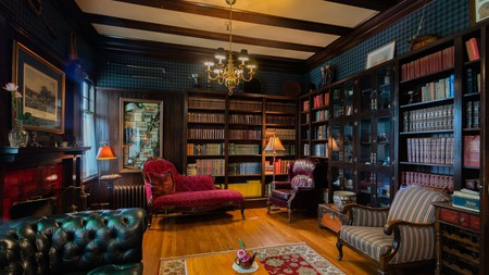 The Beaconsfield Inn in Victoria, British Columbia, has an impressive library