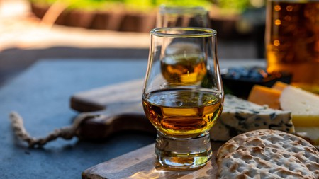 Whiskey and cheese pairing in Scotland