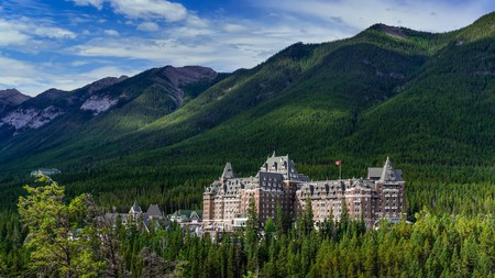 As Alberta's popular ski resort, Banff accommodation options range from luxurious hotels to rustic lodges
