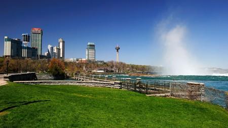 There's plenty of green space around Niagara Falls to walk the dog