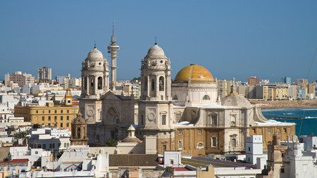 Explore all Cádiz has to offer with a stay perfect for your travelling style