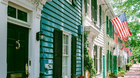 Boasting a colonial Old Town and close proximity to the nation's capital, Alexandria offers a hotel to suit any mood or budget