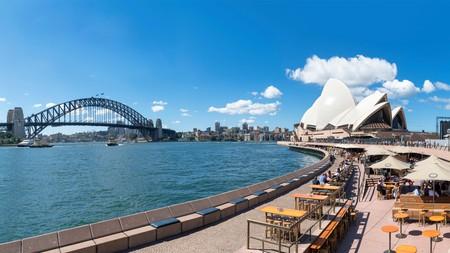 Lunch al fresco at Sydney Harbour