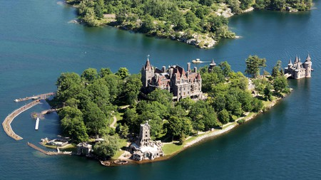 Stay just in reach of some of the most enchanting places in Thousand Islands, including Boldt Castle