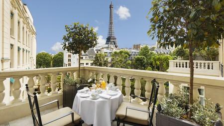 Enjoy dazzling Eiffel Tower views with your breakfast at Shangri-La Hotel, Paris