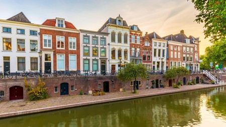 Take a stroll at dusk along the Oudegracht canal and admire Utrecht's traditional Dutch houses, streets and bridges