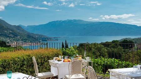Just 10 minutes from the Lake Garda shores, Villa Arcadio has spectacular views from its al fresco restaurant
