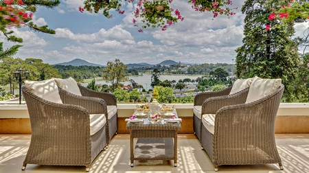 The views at Khách Sạn Dalat Palace are incredible considering its convenient central location
