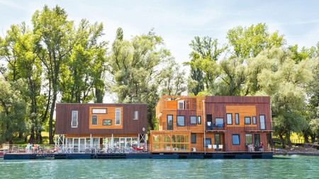 Set in a floating wooden house by Friendship Park, the ArkaBarka Floating Hostel is a fine place to stay