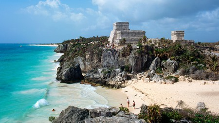 The waterfront Mayan ruins at Tulum make a great day trip from Cancun
