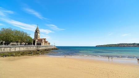 Gijón's main beach, Playa de San Lorenzo, is one of the most stunning urban beaches in the north of Spain