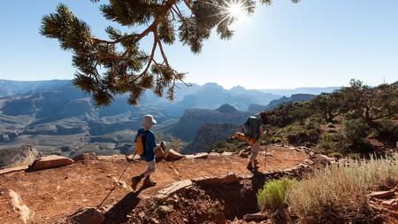 Hikers on the South Kiabab trail, South Rim, Grand Canyon National Park, Arizona