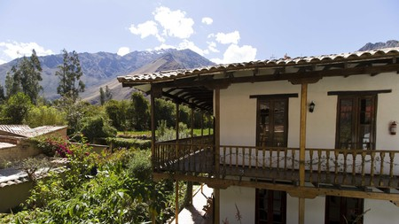 Set between Cusco and the heights of Machu Picchu, homely El Albergue offers mountain views and its own organic restaurant