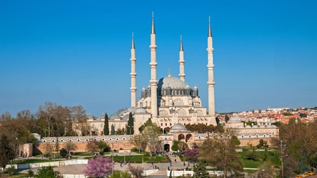 Enjoy the personalised welcome of a boutique hotel while visiting the many Ottoman monuments, like the Selimiye Mosque, in Edirne