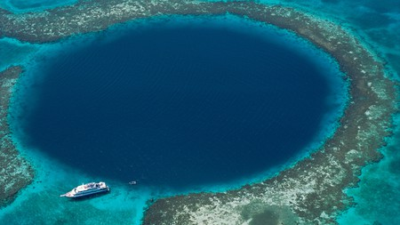 The Blue Hole, largest underwater sinkhole and popular diving site, Lighthouse Reef, Belize