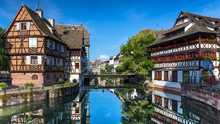 Take a stroll along the Ill river in Petite France and admire the pretty houses such as the Maison des Tanneurs (Tanners House)