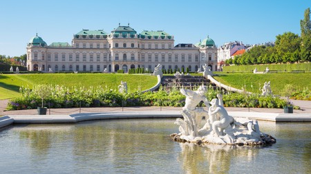 Vienna comes alive during the summer © jozef sedmak / Alamy