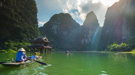 KEH8PR Sep 18, 2017 Foreign tourists ride local boat in Trang An landscape complex, Ninh Binh, Hanoi, Vietnam