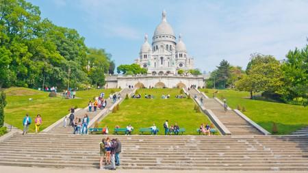 Looking up towards the Basilica de Sacre Coeur in Montmartre, Paris © Peter Forsberg / Alamy