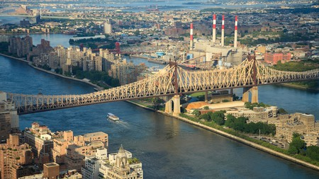 Roosevelt Island offers plenty to see, from historical sites and contemporary art to panoramic views of the Manhattan skyline