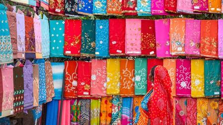 Saris make attractive souvenirs of India