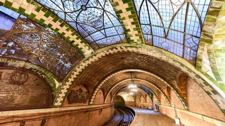 Perhaps the best-known station no longer in use is old City Hall