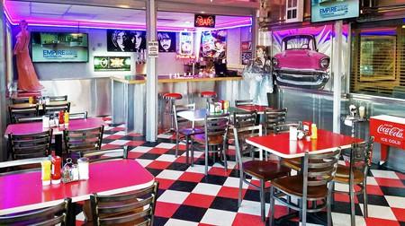 Rosie's Diner – practically a museum of 1950s American restaurants