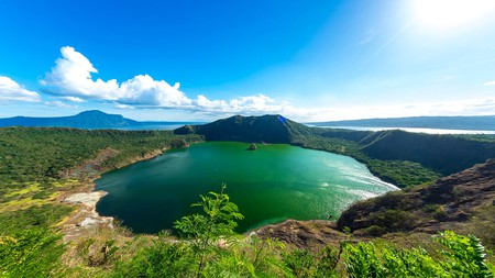 You and your pet will enjoy exploring the beautiful landscape around Tagaytay, including Taal Lake