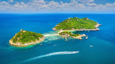 Koh Nangyuan is a gorgeous group of three teardrops of land connected by a ribbon of beach