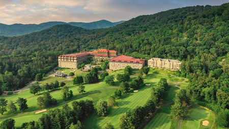 The Omni Grove Park Inn sits in some of the most enticing scenery in the Blue Ridge Mountains