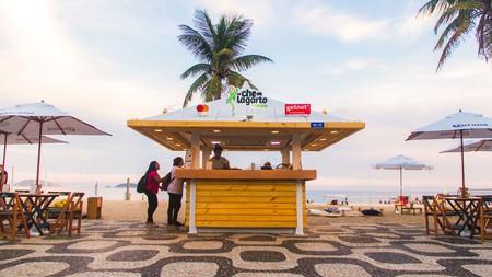 Che Lagarto enjoys a prime beachfront location in Ipanema