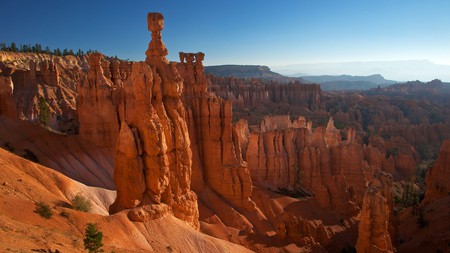 """Stay close to Bryce Canyon National Park so you can see the strange rock formations called """"hoodoos"""" on your trip to Utah"""