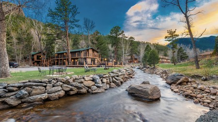 The 4 Seasons Inn was made for outdoor enthusiasts