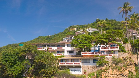 Seeing the famous cliff divers at La Quebrada is one thing you can't miss in Acapulco