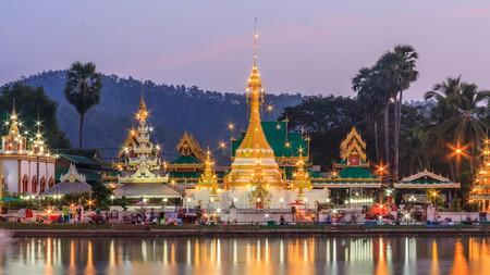 Wat Chong Khlang illuminated at dusk in Mae Hong Son