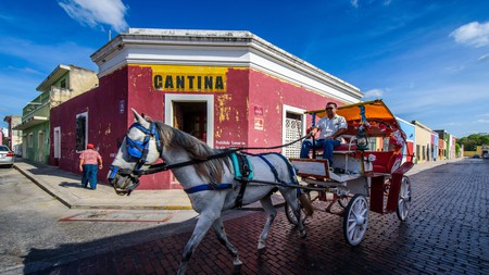 Take a horse and cart through the historic center of Mérida