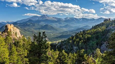 There's acres of countryside to explore with your pet in Estes Park and the neighbouring Rocky Mountain National Park, Colorado