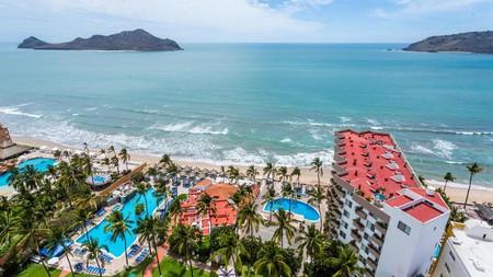 The Inn at Mazatlán Resort and Spa enjoys a beachside location