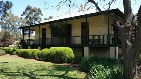 Levi Adelaide Holiday Park is one of the budget-friendly options in Enfield, especially for nature lovers on a road trip