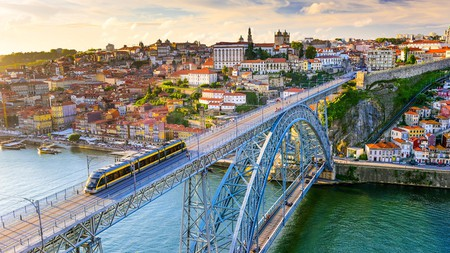 As a small country that functions as the western gateway to Europe, Portugal is fairly easy to get around in