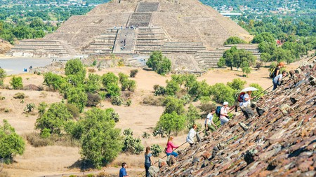 When you're visiting major sights such as the pyramids at Teotihuacan, in Mexico, the group option is often cheaper