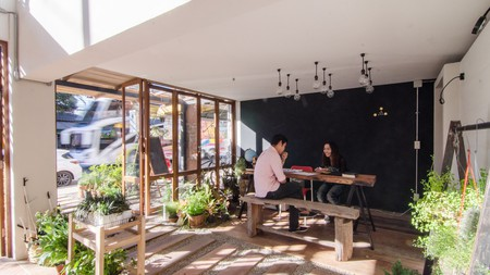 Happynest Inspiring Hostel features high ceilings, whitewashed brick walls and elegant wooden furniture