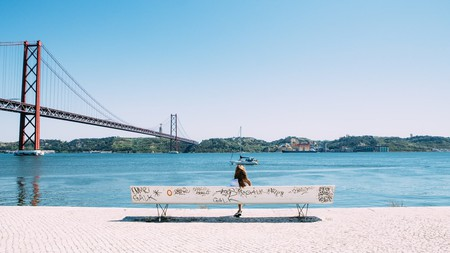 You wouldn't be the only one to think you were in San Francisco while viewing the Ponte 25 de Abril