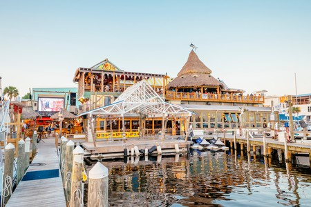 If you're looking to enjoy catch of the day on the Emerald Coast, Destin in Florida is seafood heaven; work your way through our list of the best restaurants and see if you can pick just one for the freshest crab, the coldest beer, and the greatest good-time vibes in the Sunshine State