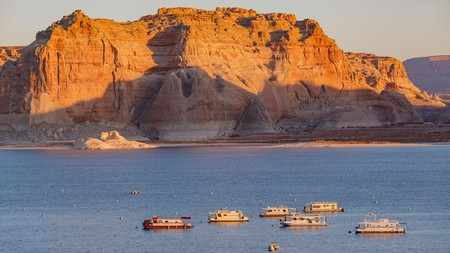 Lake Powell is ideal for hiking and water sports and is surrounded by the Glen Canyon National Recreation Area