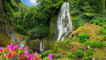 Veu da Noiva is a stunning waterfall to visit on São Miguel island