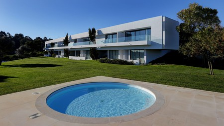 Bom Sucesso Resort is a contemporary five-star property a short drive from Óbidos