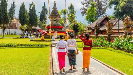 When visiting temples such as Pura Ulun Danu Beratan in Bali, make sure to dress appropriately