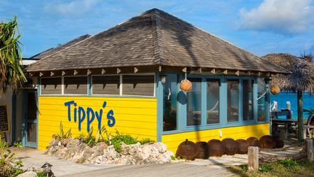 Enjoy a tipple at Tippy's beachside bar as one of the many amazing bar spots the Bahamas has to offer you